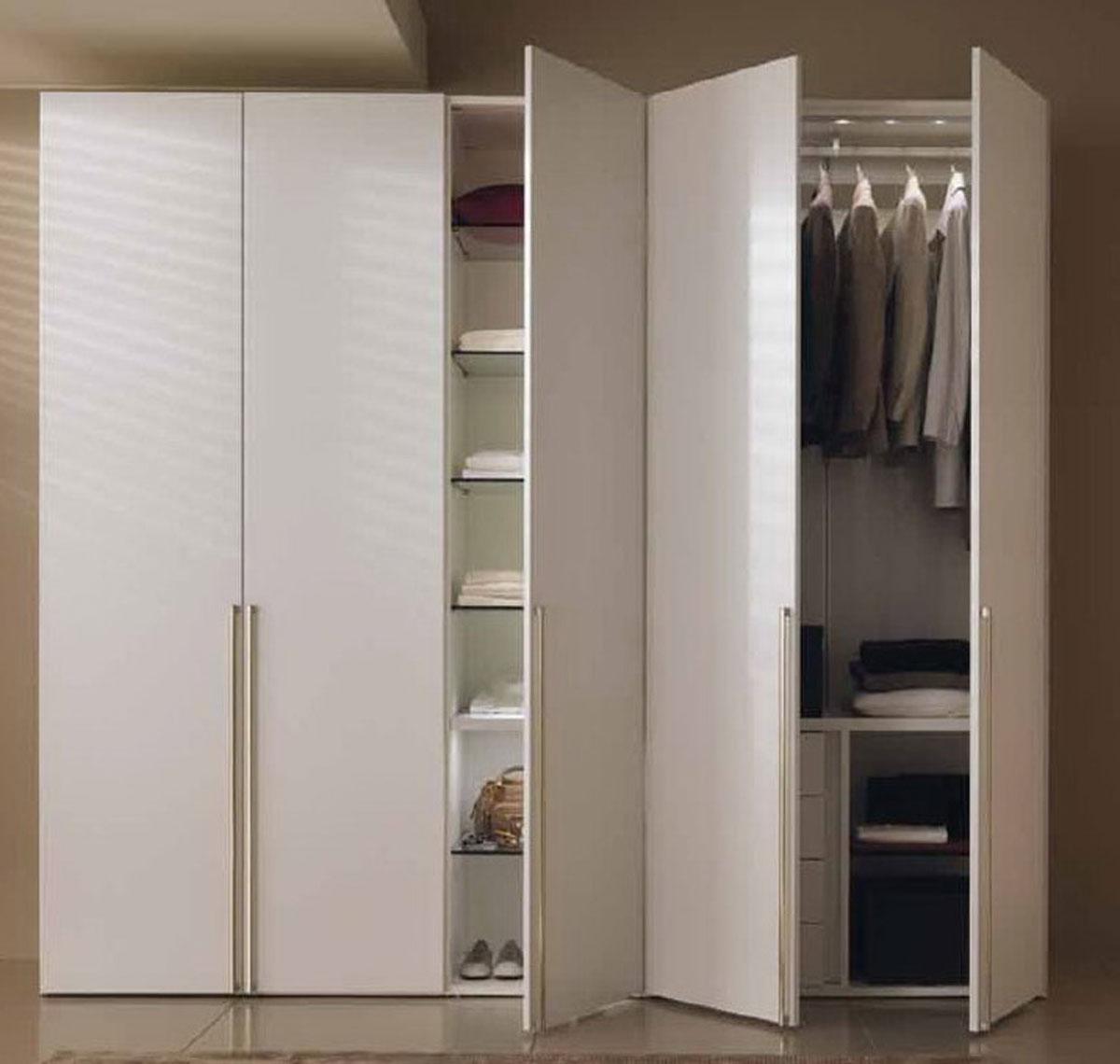 Шкаф с распашными дверями на заказ.